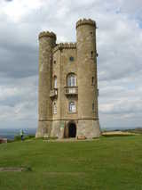 Broadway Tower (63 kbytes) - Click to enlarge/Show video